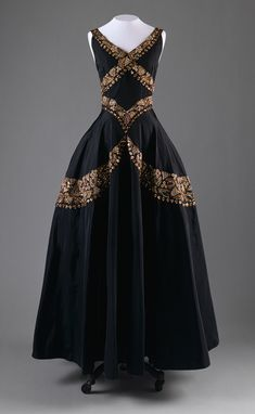 Evening dress, ca. 1938  Mainbocher, Black silk taffeta embroidered with metallic thread, sequins, and beads