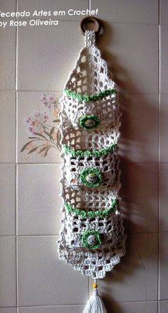 Artes em Crochet: Porta Sabonetes Com Duna! Com gráfico!Tecendo Artes em Crochet: Porta Sabonetes Com Duna! Com gráfico! Bathroom Door Organizer from the August 2013 issue of Crochet World Magazine… Porta Sabonete Barbante ВЯЗАНИЕ Crochet Motifs, Crochet Art, Filet Crochet, Crochet Gifts, Crochet Doilies, Crochet Flowers, Crochet Patterns, Crochet Decoration, Crochet Home Decor
