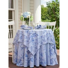 Victorian Rose Tablecloth | Linens & Kitchen, Tablecloths :Beautiful... ❤ liked on Polyvore featuring home, kitchen & dining, table linens, rosette tablecloth, april cornell tablecloths, april cornell table linens and april cornell