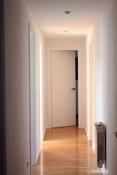 1000 images about puerta on pinterest puertas internal doors and interior doors - Paredes blancas y puertas blancas ...
