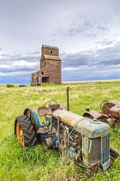 Prairie Relics - A couple of old rusty tractors rust away on the prairie landscape by an abandoned grain elevator in the ghost town of Bents,… Abandoned Film, Old Abandoned Buildings, Vintage Tractors, Old Tractors, Agriculture, Farming, Great Falls Montana, Farm Images, Old Country Stores
