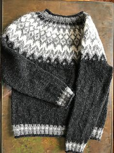 Ravelry: Project Gallery for Riddari pattern by Védís Jónsdóttir Fair Isle Knitting Patterns, Sweater Knitting Patterns, Knitting Designs, Long Sweaters For Leggings, Cable Knit Sweaters, Icelandic Sweaters, Knitted Hats, Knitwear, Men Sweater