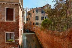 Venice : Rio de San Polo / The maze of channels  - 2/2
