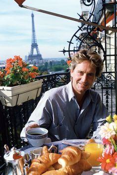 Michael Douglas in Paris Douglas Michael, Kirk Douglas, Paris Chic, Romancing The Stone, Tom Selleck, True Detective, People Eating, Jack Nicholson, Over Dose