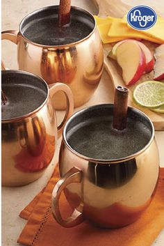 Hot Apple Mule This hot drink combines the best of mulled cider and a Moscow mule. Fall Cocktails, Refreshing Cocktails, Summer Drinks, Tailgate Drinks, Vodka Drinks, Beverages, Mule Drink, Mule Recipe, Ginger Beer