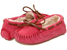 Minnetonka Girl's Cassie Hot Pink Slipper Size 10 This classic, iconic moc for girls is modeled after the stylish look of the women's Classic Moc. The cushion rubber sole provides grip and comfort. Just slip on and go! Kids Slippers, Youth Shoes, Cute Little Baby, Kids Boots, Kid Styles, Girls Accessories, Big Kids, Toddler Girl, Hot Pink