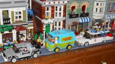 Lego - Movie Car Traffic Jam in Lego city Back to the Future, Scooby Doo, and Ghostbusters Scooby Doo Toys, Lego Movie, Back To The Future, Lego Creations, Ghostbusters, Lego City, Dumpster Fire, Pets, Car