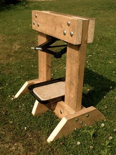 Handmade Matt: Apple Press - I've got loads of Apples, I wish I had an apple press. How can I make one of those?