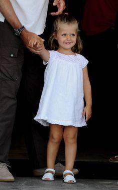 princesse Leonor portant des Avarcas blanches