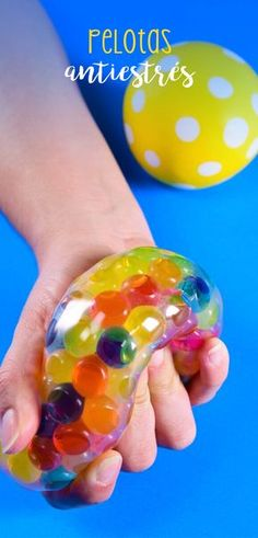 Como hacer pelotas antiestres I loved this idea, flour stress balls or hydrogel balls. Sensory Activities, Activities For Kids, Diy Crafts For Kids, Arts And Crafts, Art Education, Kids And Parenting, Projects, Handmade, Global Decor