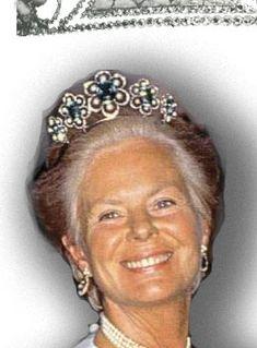 Die Herzogin von Kent trägt zu der aktuellen Version des Diadems einen Anhänger an einem Halsband ebenfalls ein Aquamarin