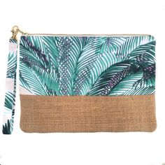 Seshat Création is offline Diy Bags Purses, Purses And Handbags, Pochette Diy, Embroidery Bags, Bag Packaging, Linen Bag, Quilted Bag, Zipper Bags, Diy Fashion