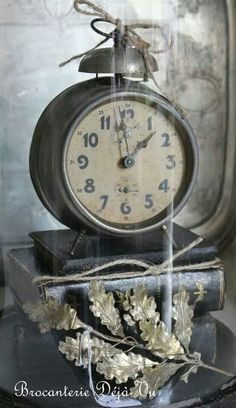 Clock under a cloche Shabby Cottage, Shabby Chic, Beautiful Home Gardens, Cool Clocks, Clock Decor, Shades Of Grey, Accent Decor, Old Things, Vintage Clocks