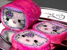 Funny pictures about Hello Kitty Sushi Rolls. Oh, and cool pics about Hello Kitty Sushi Rolls. Also, Hello Kitty Sushi Rolls. L'art Du Sushi, Arte Do Sushi, Sushi Art, Cute Food, Good Food, Yummy Food, Awesome Food, Sushi Original, Sashimi