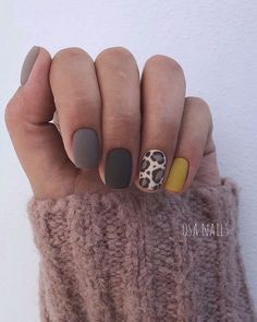 Week Deals You Need to Know About Gorgeous Leopard mani perfect for fall via OSA nails.Gorgeous Leopard mani perfect for fall via OSA nails. Fancy Nails, Love Nails, How To Do Nails, Pretty Nails, My Nails, Manicure For Short Nails, Gorgeous Nails, Beauty And More, Nagellack Trends