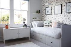 HEMNES bedbank | Deze pin repinnen wij om jullie te inspireren. IKEArepint IKEA IKEAnederland IKEAnl nieuw bed slaapbank slapen slaapkamer kinderkamer IKEA PS kast grijs wit landelijk traditioneel handig inspiratie wooninspiratie interieur wooninterieur meubel meubels meubelen