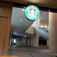시오도메 소프트뱅크빌딩 지하의 도쿄 첫 스타벅스... 엄청 추운... 오죽하면 담요가 의자마다 기본제공 되고 있던...