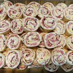 Muffuletta Pinwheels - Delicious appetizer, lunch, or snack! Perfect for entertaining! #cocktailparty