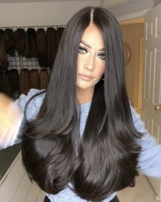 Glossy Hair, Layered Cuts, Female Images, New Hair, Wigs, Hair Beauty, Long Hair Styles, Photo And Video, Lace