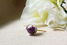 ALOTSS - -----------------------------------------------------------------------  Size: 10mm (diameter)  Materials: Glass Orb / Real Dried Flower