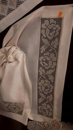 Bargello, Cross Stitch Designs, Crochet Lace, Embroidery, Shirts, Tela, Maze, Craft, Woven Blankets