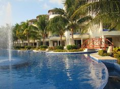 El Dorado Maroma, a Beachfront Resort, by Karisma: Main pool and view of the swim up and infinity pool suites