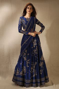 Indian Bridal Outfits, Indian Fashion Dresses, Dress Indian Style, Indian Designer Outfits, Dress Fashion, Designer Dresses, Women's Fashion, Wedding Outfits, Fashion Weeks