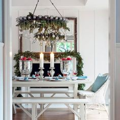cool 45 Simple Christmas Table Centerpieces Ideas for Your Dining Room  http://about-ruth.com/2017/11/24/45-simple-christmas-table-centerpieces-ideas-dining-room/
