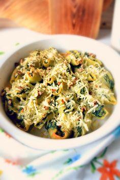 Quem me conhece sabe o quanto eu gosto de massas. Gosto de usar massas diferentes nos pratos que preparo e reinventar com elas receitas n...