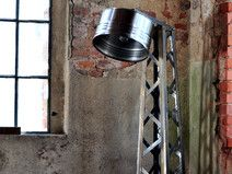 Fass Ölfass Stehlampe im Gittermast Design neigbar