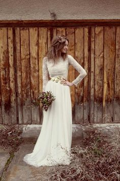 boho, long-sleeved lace wedding dress.