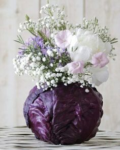 Thanksgiving flower arrangements garden ideas 7 - Creative Maxx Ideas I have used purple cabbage leaves before with floral foam in the center. Instead of using the cabbage once, peel off a few leaves and secure them to the floral foam. Ikebana, Beautiful Flower Arrangements, Floral Arrangements, Flower Vases, Flower Art, Flower Ideas, Diy Flower, Table Flowers, Flowers Garden