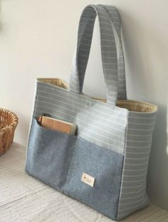 Bags for carrying desired items - Marion Desens - SABINE Katzur - Handytasche Fabric Handbags, Fabric Bags, Denim Handbags, Linen Fabric, Patchwork Bags, Quilted Bag, Bag Quilt, Bag Patterns To Sew, Quilted Purse Patterns