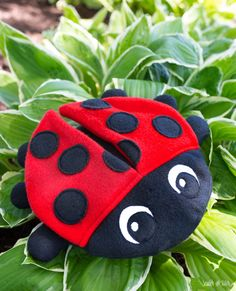 It's ladybug season here in MN! #ladybug Animal Sewing Patterns, Sewing Patterns Free, Free Sewing, Polymer Clay Kawaii, Polymer Clay Animals, Sewing Toys, Sewing Crafts, Sewing Projects, Amigurumi