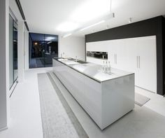 cuisine de design minimaliste avec ilot central