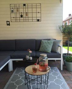 #kwantum repin: Bijzettafel Corby > https://www.kwantum.nl/meubelen/tafels/meubelen-tafels-bijzettafels-bijzettafel-corby-1344150 @manonsteeghs - B U I T E N genieten in het zonnetje #happyme #limonadetap #sunnyday #sunday #sun #buitenwonen #aardbeien #ananas #munt #loods5 #karwei #kwantum #vtwonen #zomer