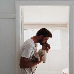 Say what?! Het zijn de papa's die het minste slaap krijgen na de geboorte. #famme www.famme.nl