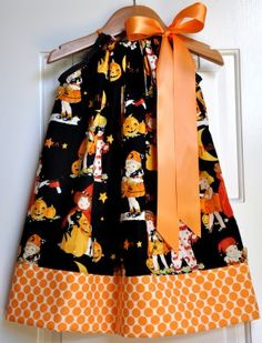 I'm so making this for Ellie for Halloween. I love pillowcase dresses because next year she can wear them as tops!
