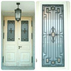 Grill with brass elements in the door Krata drzwiowa z elementami mosiężnymi