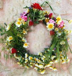 Creative Flower Arrangements, Pixie, Seasons In The Sun, Centerpieces, Centerpiece Ideas, Floral Wreath, Wreaths, Spring, Nature