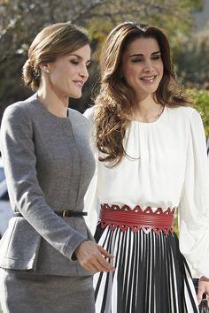 Queen Letizia of Spain Photos - Queen Letizia of Spain and Queen Rania of Jordan Visit a Molecular Biology Centre - Zimbio