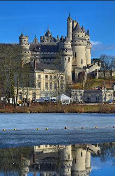Hermoso castillo de Pierrefonds, Francia