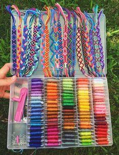 Yarn Bracelets, Diy Bracelets Easy, Summer Bracelets, Bracelet Crafts, Gold Bracelets, Diamond Earrings, String Bracelets, Embroidery Thread Bracelets, Homemade Bracelets