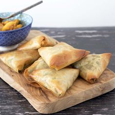 Make your own vegetable samosa with this easy recipe. Using filo pastry makes samosa making a breeze. Suitable for vegans and vegetarians. Samosas, Phyllo Dough Recipes, Pastry Recipes, Cooking Recipes, Sambusa Recipe, Indian Food Recipes, Vegetarian Recipes, African Recipes, Curry Recipes