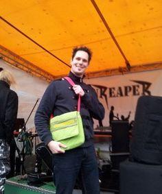 Rockkonzert mit #GrinReaper. Einfach klasse findet die trendig, grüne Tasche