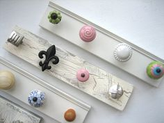 Knobs to hang necklaces....