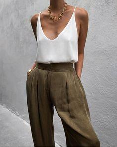 70s Fashion, Fashion 2020, Korean Fashion, Fashion Outfits, Fashion Tips, Fashion Design, Chic Fall Fashion, Fashion Quiz, Fashion Vest