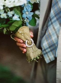Hessian bouquet wrap. Hessian / Burlap fabric available from www.theweddingofmydreams.co.uk #rustic #wedding