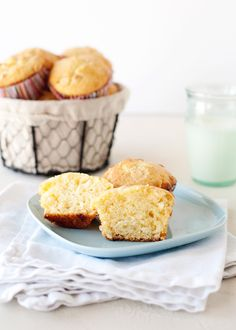 Orange and White Chocolate Muffins Recipe - These little orange and white chocolate chip muffins are like little muffins of sunshine. When you bake with white chocolate chips, they almost get caramelized. #chocolate #muffins #bread #oranges