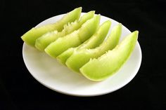 What does 200 calories look like for 35 foods? - Can you estimate calories by looking at food? Calorie Dense Foods, 200 Calorie Meals, No Calorie Snacks, 200 Calories, Kids Nutrition, Health And Nutrition, Honeydew Smoothie, Honeydew Melon, Healthy Snack Foods
